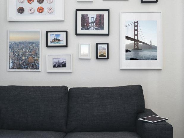 Obrázky nad gaučem jsou sázkou na jistotu Foto: