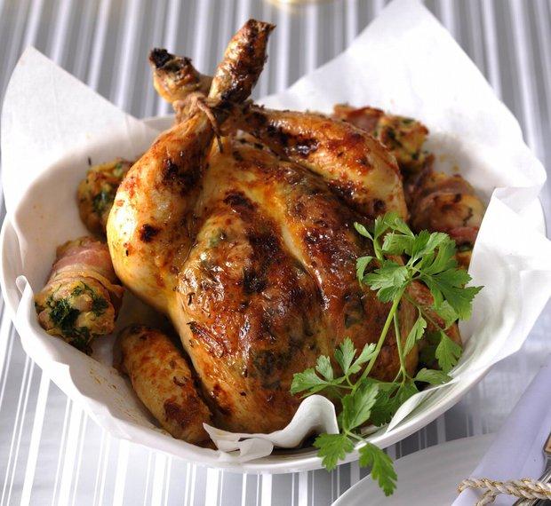 Rodinný oběd: Pečené kuře s nádivkou  Foto: