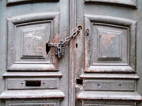 Test - dveře s řetězem Foto:
