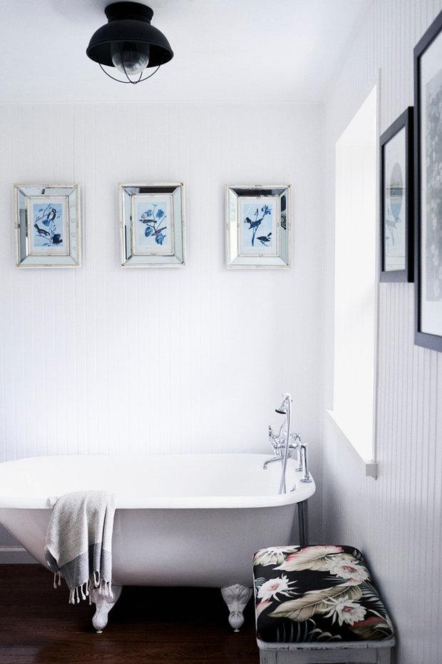 Vhodným motivem pro koupelnovou zeď může být voda a všechno, co s ní souvisí. Vlhkosti nejlépe odolají obrázky zasklené nebo lakované.  Foto: