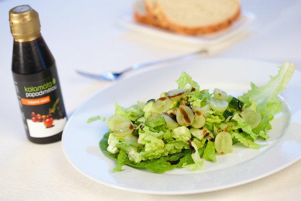 Salát z hroznového vína s balzamikovým krémem  Foto: archiv Kalamáta Papadimitriou
