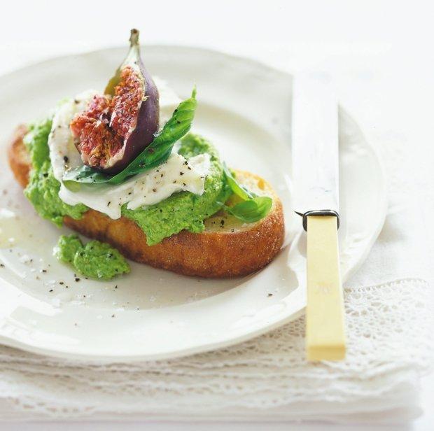 Bruschetta s hráškem, mozzarellou a fíkem  Foto: