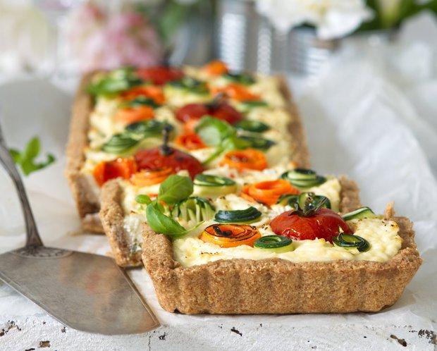 Křehký slaný koláč s růžičkami ze zeleniny  Foto: