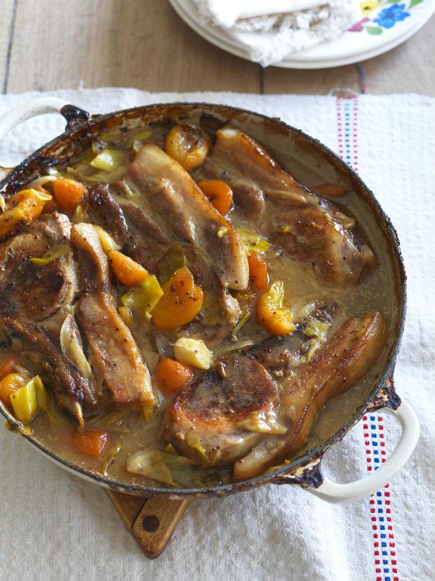Vepřové kotlety dušené na cideru a meruňkách Foto: isifa.com
