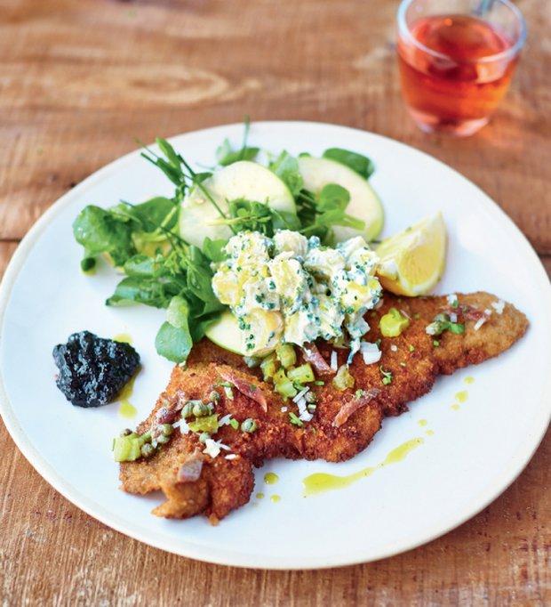 Super řízek s bramborovým salátem podle Jamieho  Foto: