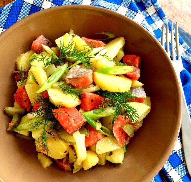 Bramborový salát s matjesy a jablkem  Foto: