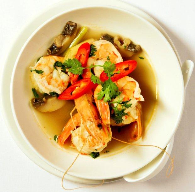 Pálivá polévka Tom yum Koong s krevetami a citronovou trávou  Foto: