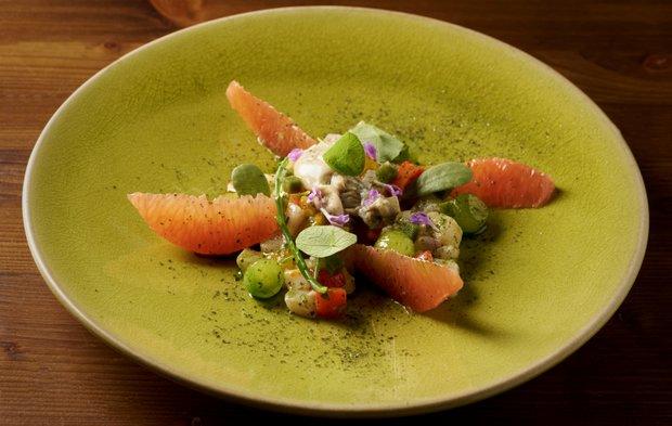 Ceviche z ryb, ústřice, kaviár, grapefruit, okurka, pažitka a okurkové želé Foto: