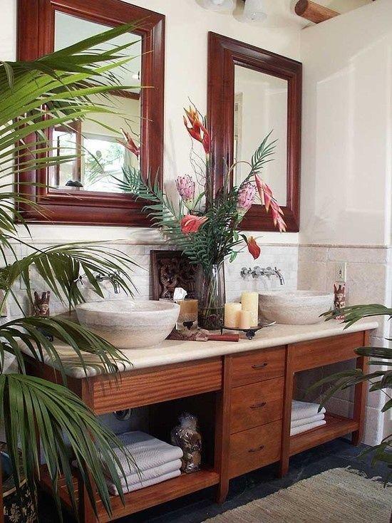 Tropická krása a tmavé dřevo. Tropický styl charakterizují kontrastní barvy jako je světla a tmavá. Béžové obklady dávají vyniknout tmavému nábytku z exotických dřevin. Naopak doplňky násobí povahu celého záměru Foto: