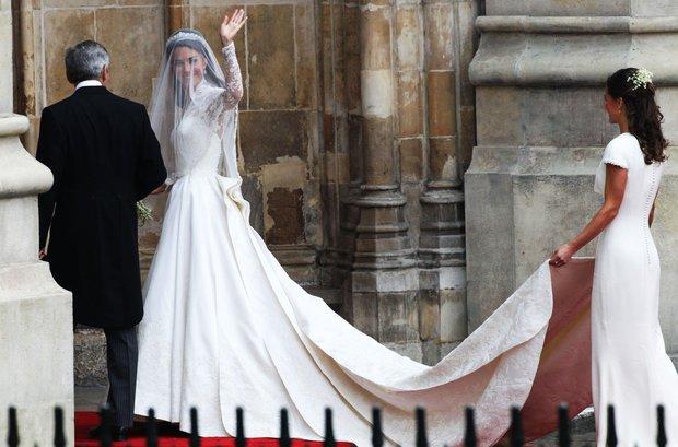 Vévodkyně Kate a její družička - sestra Pippa Foto:
