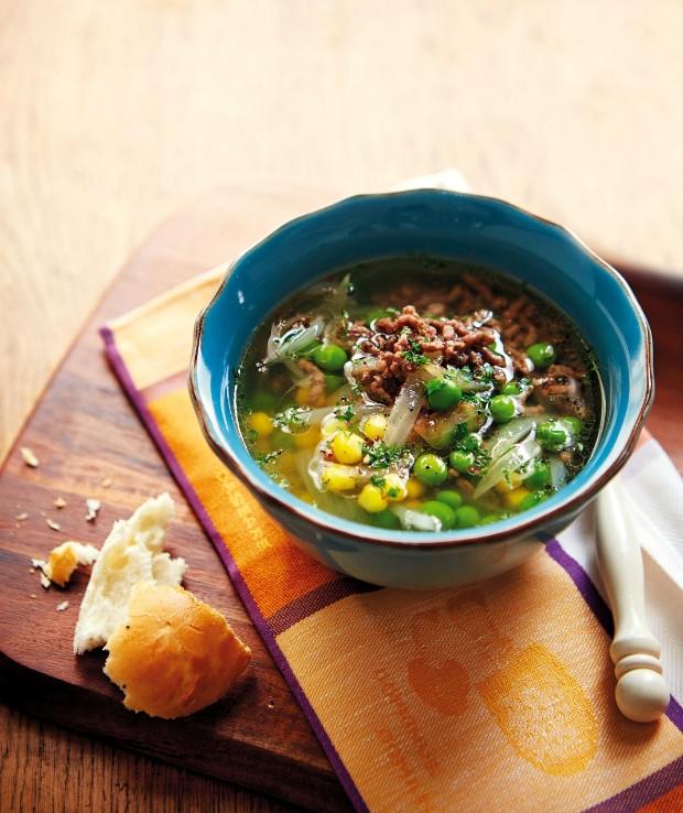 Polévka s mletým masem, kukuřicí a hráškem Foto: Gurmet