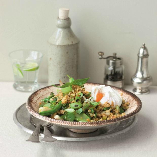 Zeleninový bulgur s mátou a ztraceným vejcem  Foto: Vegetariánská kuchyně pro labužníky