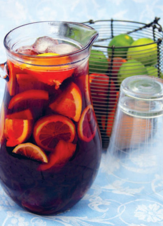 Osvěžující sangria s ovocem  Foto: