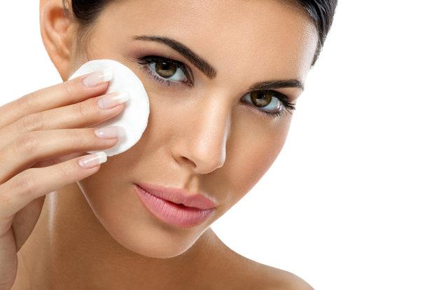 Odličování kosmetika vám pomůže ke krásné pleti Foto: