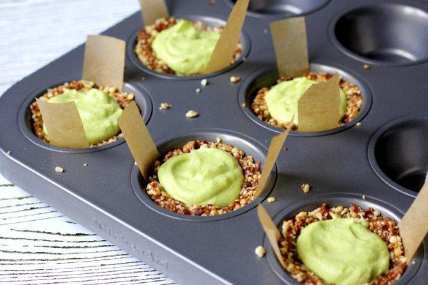 Raw avokádovo-limetkové koláčky  Foto: