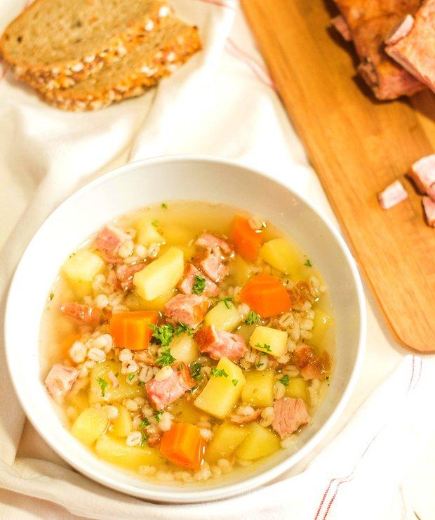 Jako od babičky: Uzená polévka s kroupami  Foto: