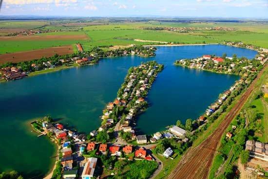 Slovenské slunečné jezero Senec Foto:
