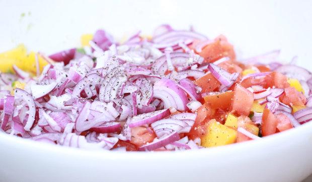 Karibské kolínko s mangovým salátem 7