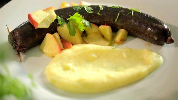 Francouzské jelítko s kaší a jablkem a kachní parmentier Foto: