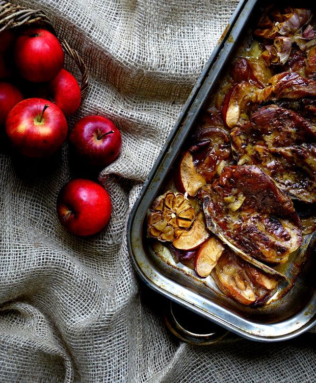 Vepřová krkovice pečená s jablky a červenou cibulí 2 Foto:
