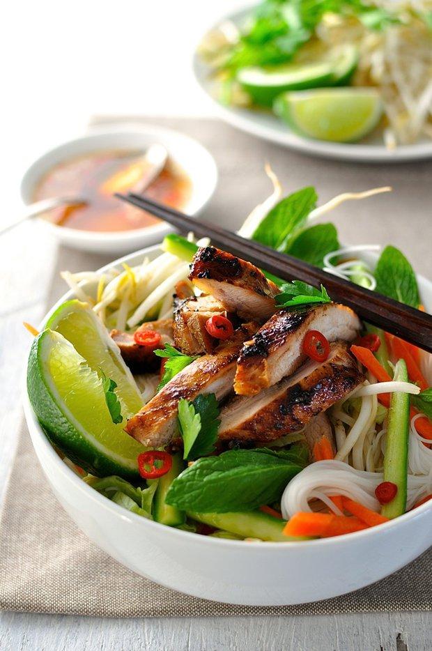 Kuře ve vietnamském stylu s nudlemi 2 Foto:
