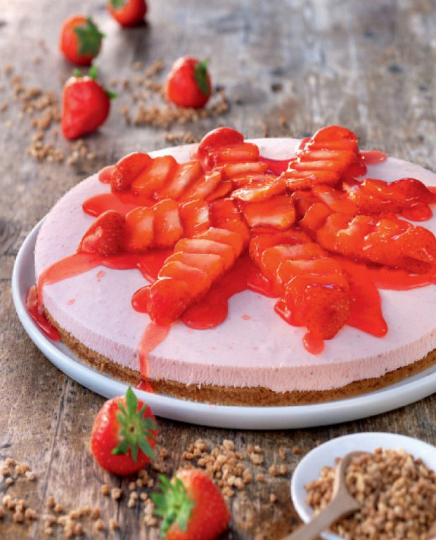 Lehký piškotový koláč s jahodami  Foto: