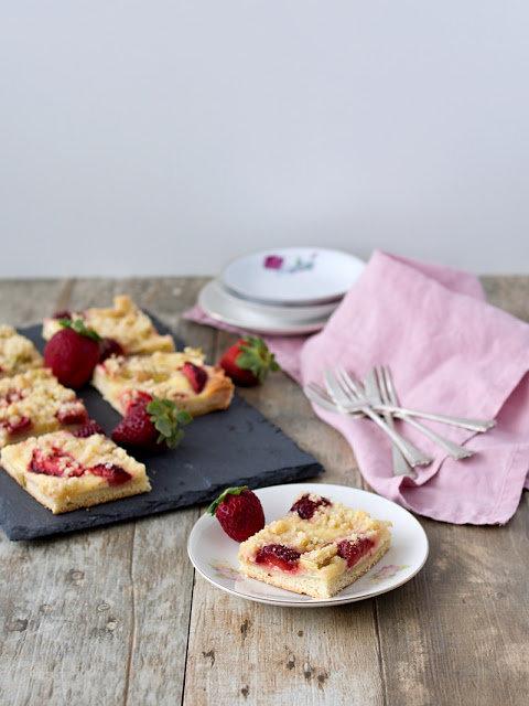 Kynutý koláč s ovocem a drobenkou 2 Foto: