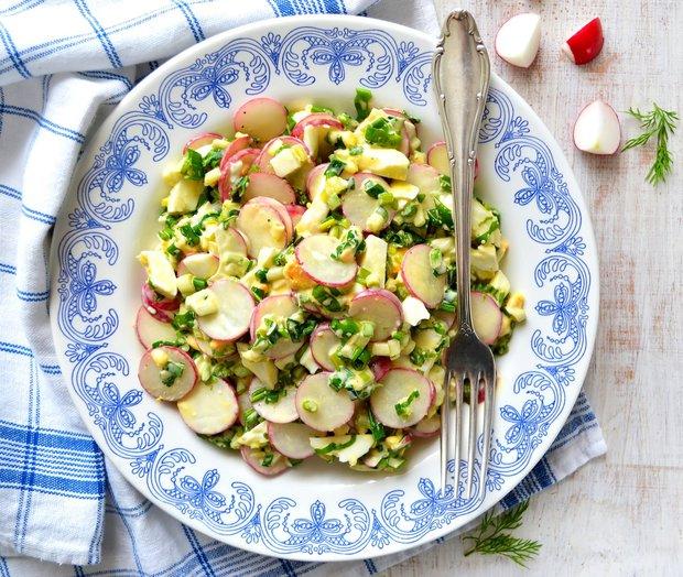 Vajíčkový salát s ředkvičkami a medvědím česnekem  Foto: