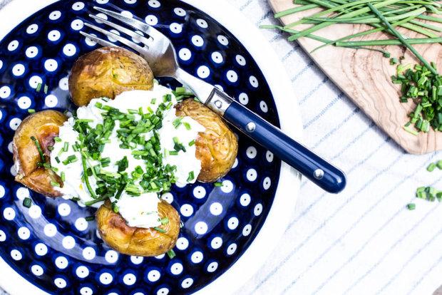 Pečené brambory s kozím sýrem a pažitkou 2 Foto: