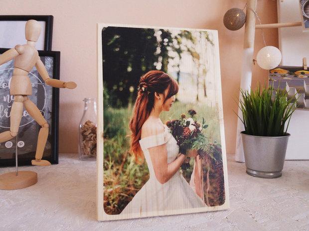 Fotka přenesená na smrkové dřevo, rozměry 200 x 200 x 18 mm, www.fotkanadrevo.cz, cena 500 Kč (včetně dopravy a dárkového balení) Foto: