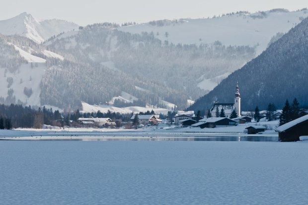 Pohled na St. Ulrich od jezera Pillersee Foto: