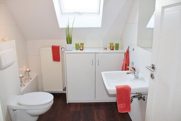 Vodu po umytí rukou lze využít na splachování toalety... Foto: