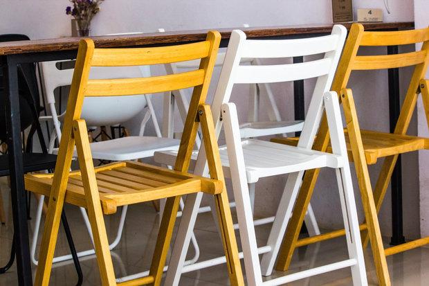 Skládací židle ušetří místo a mohou vypadat dobře! Foto:
