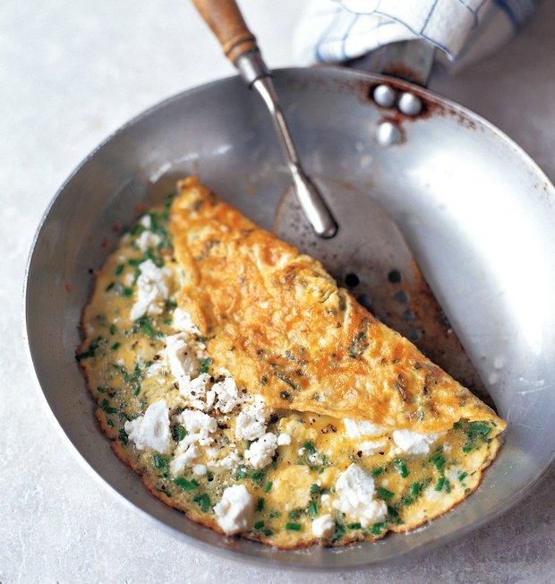 Omeleta s kozím sýrem, medvědím česnekem a kerblíkem  Foto: