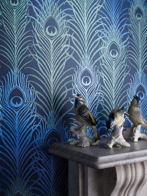 Motiv pavího pera je nadčasový a návrháři ho mají v oblibě Foto: wallpaperboutique.co.uk