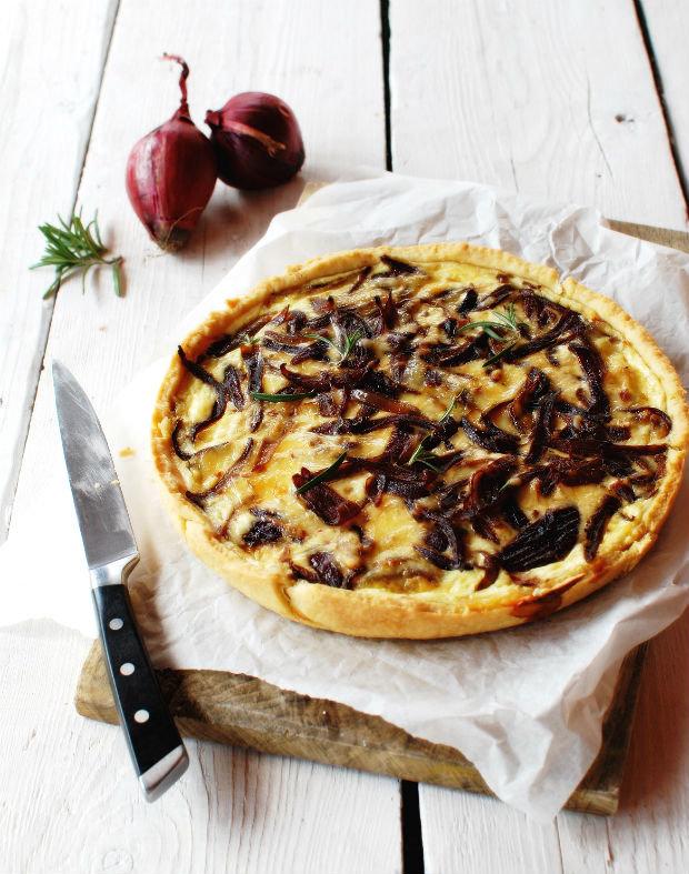 Slaný koláč s karamelizovanou cibulkou  Foto: Tereza Sychrová FOODLOVER.CZ