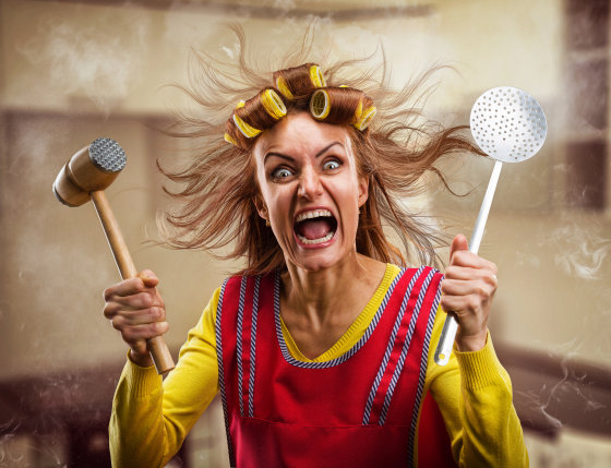bigstock-crazy-housewife-with-kitchen-t-61946498 Foto: