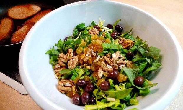 Šťovíkový salát se sušeným ovocem Foto: