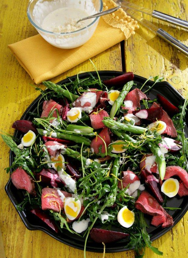 Steakový salát s chřestem a červenou řepou  Foto: