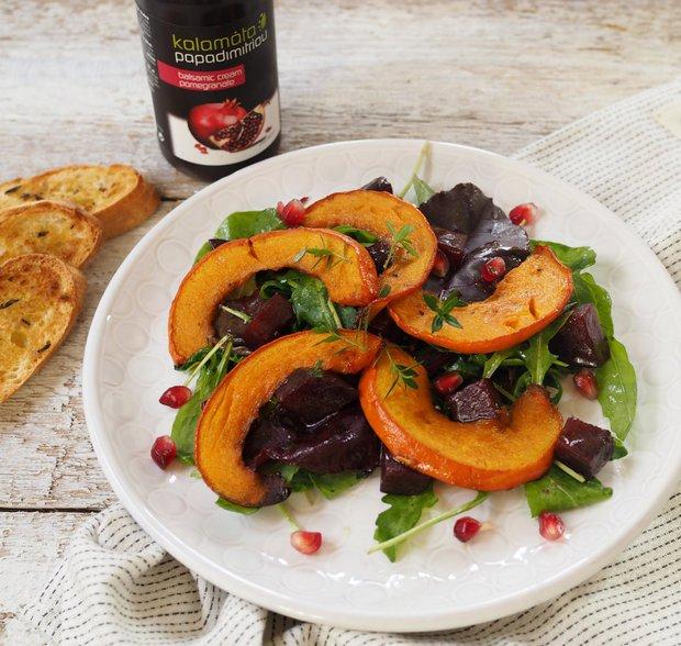 Salát s granátovým jablkem, pečenou řepou a dýní  Foto: