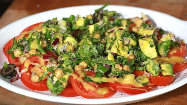 Rajčatový salát s avokádem  Foto: Marek Dienstl