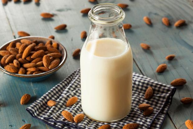 Bezlaktózová dieta - mandlové mléko Foto: Thinkstock