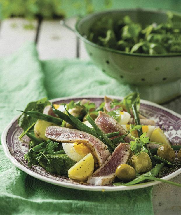 Salát z čerstvého tuňáka Foto: isifa.com