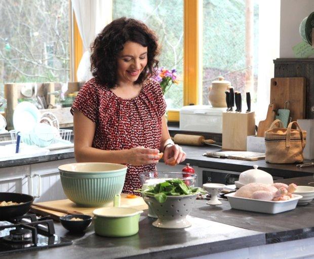 Kuře se špenátovo mandlovou nádivkou a bramborovou kaší s pečeným česnekem  Foto: