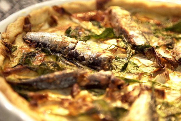 Slaný koláč s čekankou a sardinkami  Foto: