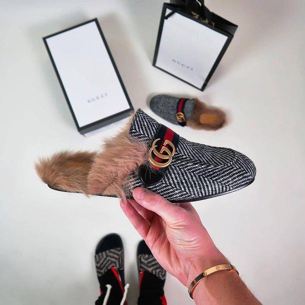 Jak se tohle jen nosí? Naboso? S ponožkami? Foto: