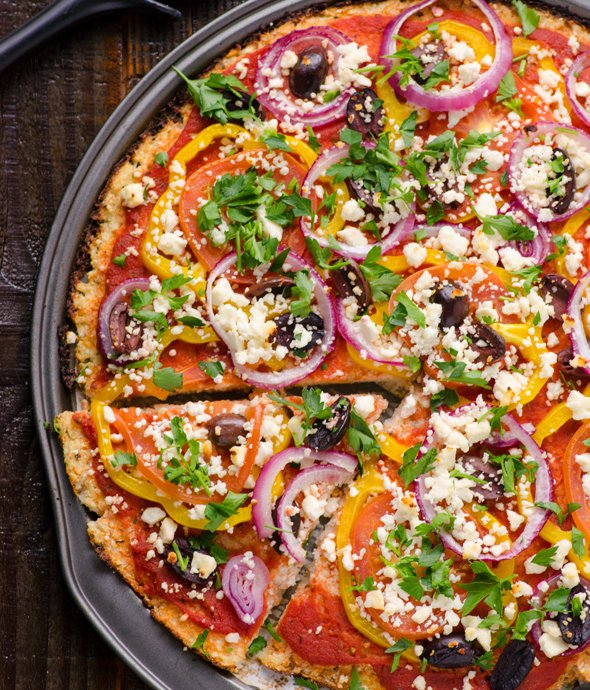 mediterranean-pizza-cauliflower-pizza-crust-recipe Foto: