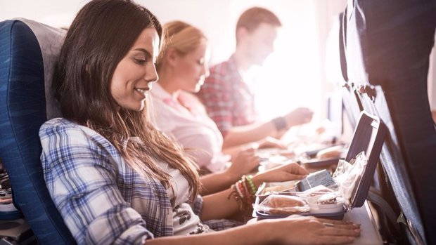 Správně vybrané jídlo je při dlouhém letu zásadní! Foto: