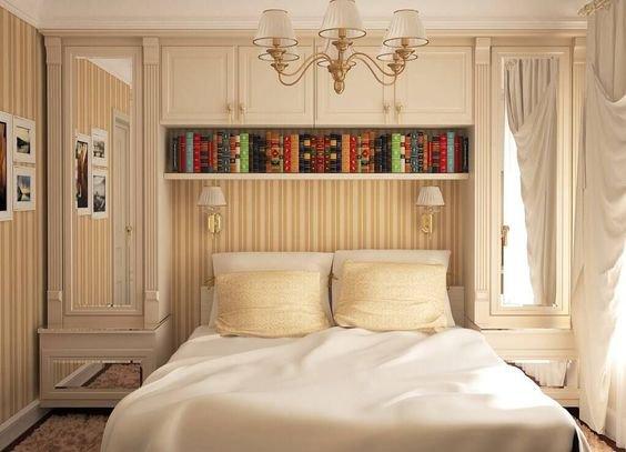 Skryjte si postel za závěs a vytvořte si postel s nebesy!