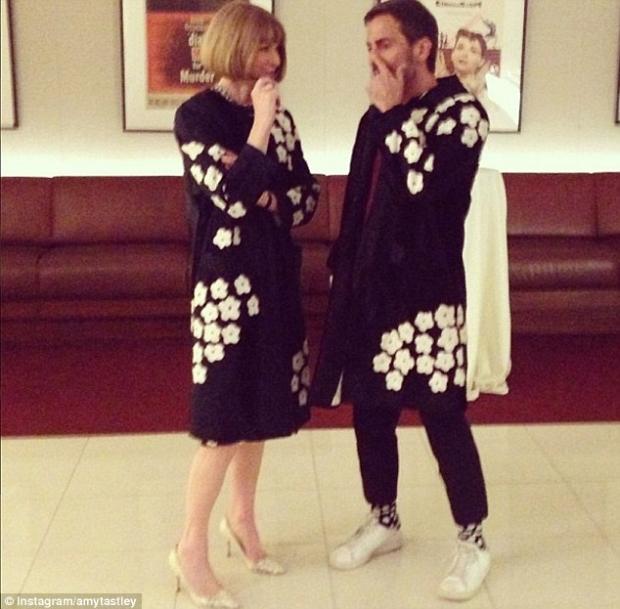 Šéfredaktorka Anna Wintour a návrhář Marc Jacobs se svému módnímu trapasu zasmáli Foto: instagram